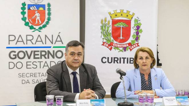 Secretário estadual da Saúde Beto Preto e a secretária municipal de Saúde de Curitiba, Márcia Huçulak, falam sobre os casos de coronavírus no Paraná.