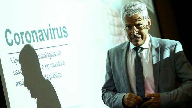 O secretário-executivo do Ministério da Saúde, João Gabbardo, durante entrevista coletiva sobre o novo coronavírus.