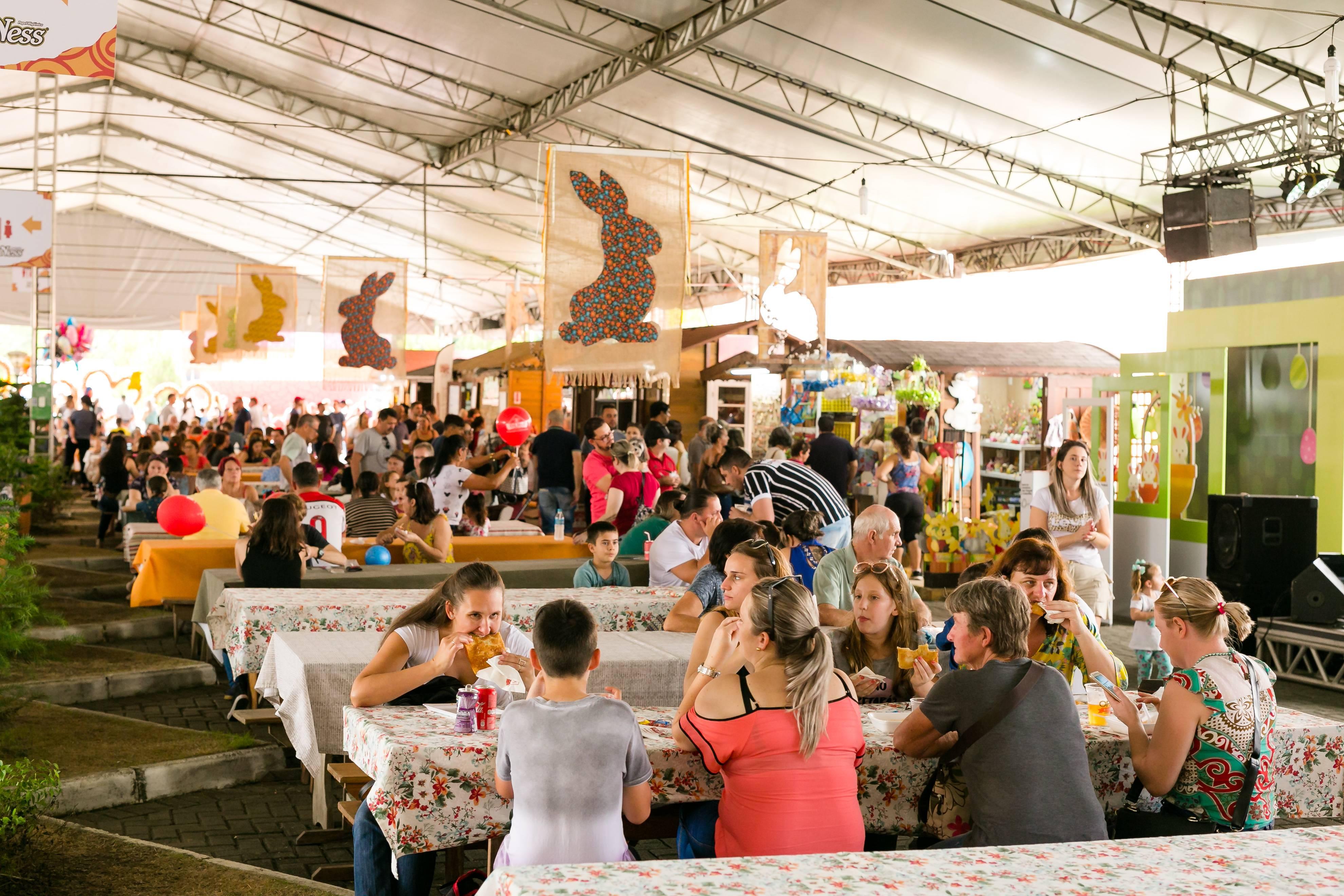 Tenda da Festa da Páscoa tem barraquinhas com pratos a partir de R$ 8. Foto: Daniel Zimmermann/Divulgação