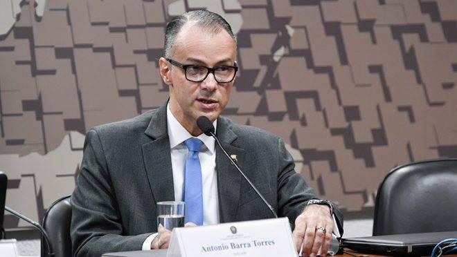 Antonio Barra Torres, presidente substituto da Anvisa, é médico de Bolsoanro e contra-almirante da Marinha.