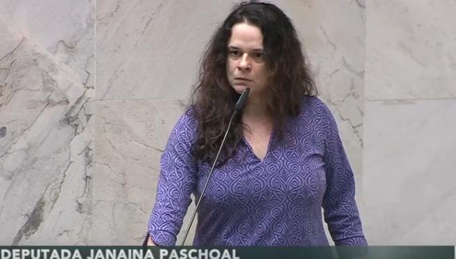 A deputada Janaina Paschoal em fala na sessão desta segunda (16) na Alesp.