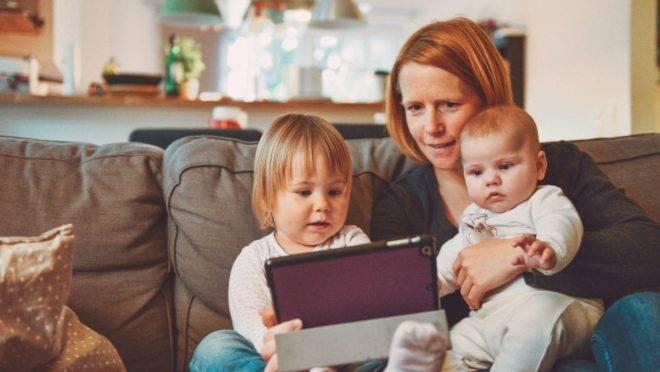 Os desafios da mãe que fica em casa são grandes também – não os minimize
