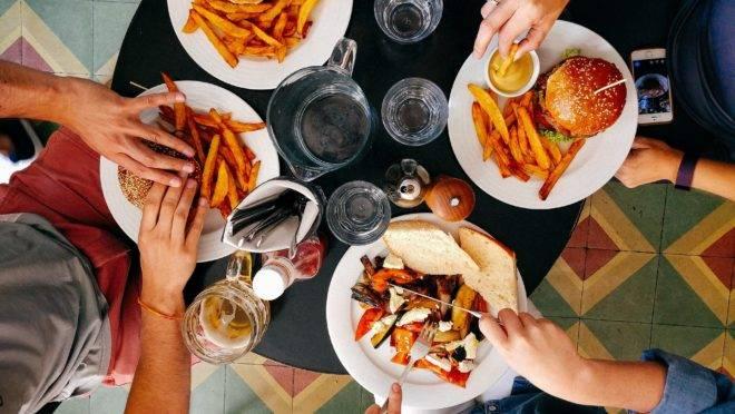 Cuidados dos restaurantes garantem segurança do cliente.