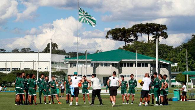 Coritiba decide suspender treinamentos