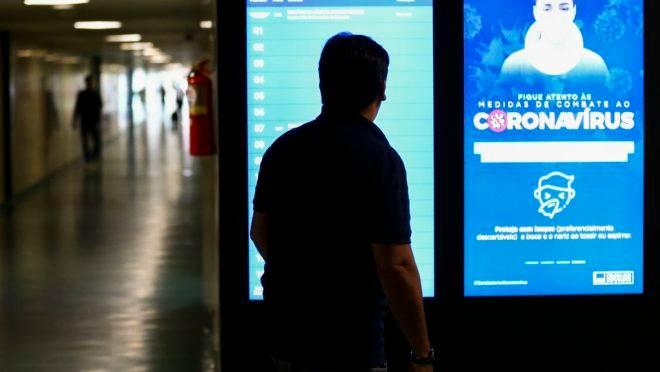 Governo anuncia medidas emergenciais para combater a pandemia do novo coronavírus no Brasil.