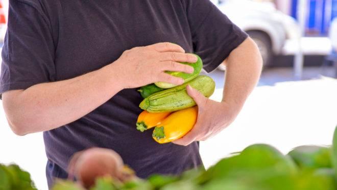 Insumos frescos, como frutas e legumes, não propagam o vírus se higienizados propriamente