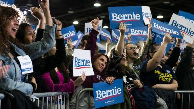 Apoiadores do pré-candidato democrata Bernie Sanders em Detroit, Michigan.