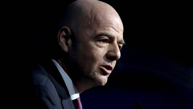 Gianni Infantino, presidente da Fifa, espera que a situação melhore em Abril