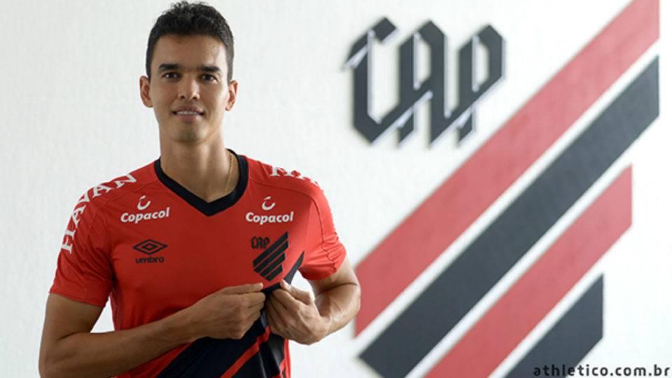 Maior contratação da história do Athletico encara polêmica na Fifa