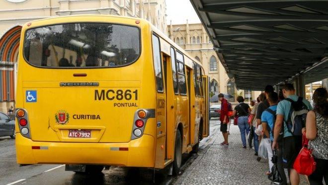 Mesmo com redução, transporte coletivo será mantido em Curitiba.