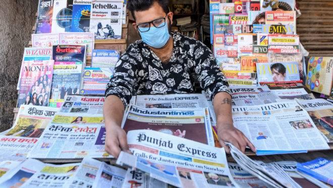 Banca de jornais com notícias sobre o coronavírus