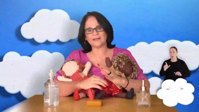 Vídeo em que a ministra passa orientações sobre a pandemia para as crianças