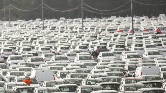 Renault – Curitiba 23 / 07/ 18 – Fotos do patio de carros na fábrica da Renault. Foto: Marcelo Elias – Gazeta do Povo