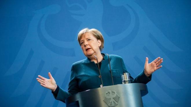 Chanceler alemã Angela Merke promete combater a covid-19 com a maior expansão de gastos públicos do país desde a Segunda Guerra Mundial.
