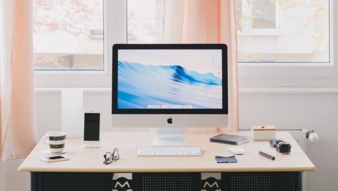 Um espaço de trabalho confortável é fundamental pra trabalhar com foco durante a crise, já que não se sabe quanto tempo o home office será necessário.