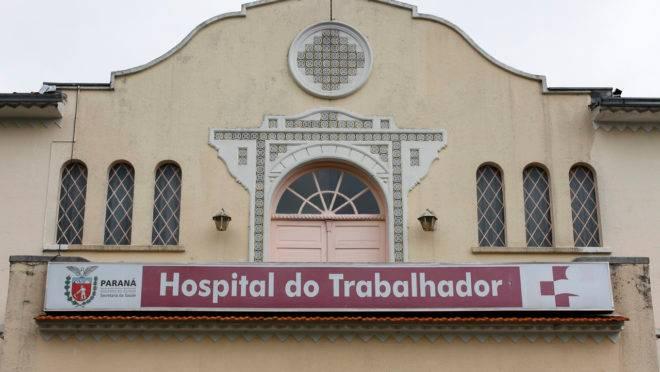Fachada do Hospital do Trabalhador, no Novo Mundo, em Curitiba.