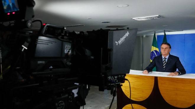 O presidente Jair Bolsonaro em gravação do pronunciamento que foi ao ar nesta terça-feira (24).
