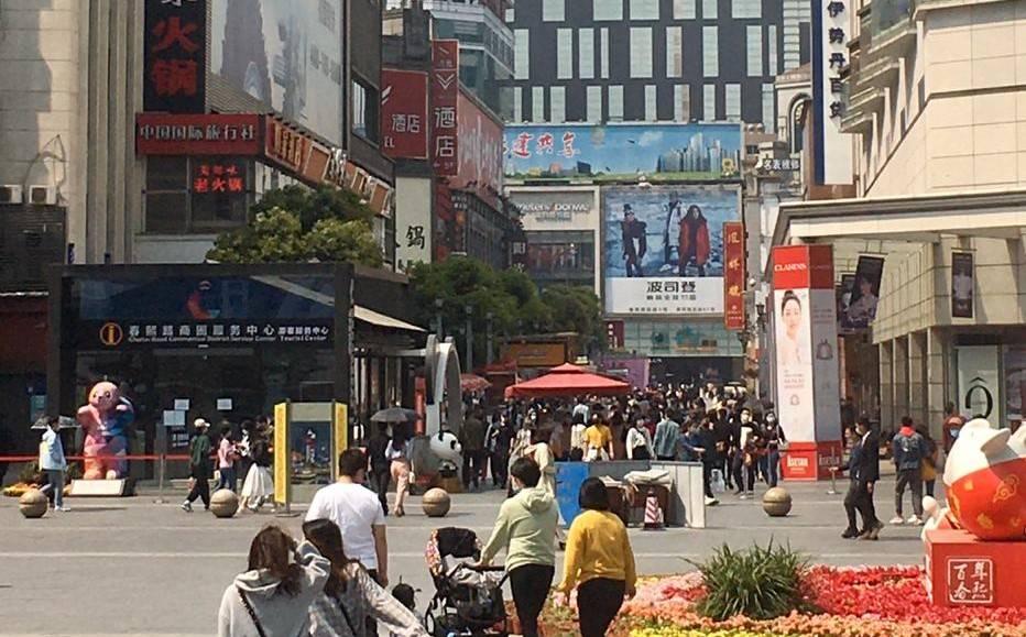 Chineses saem da quarentena e voltam a ocupar as ruas. Foto: Valéria Vicenti.