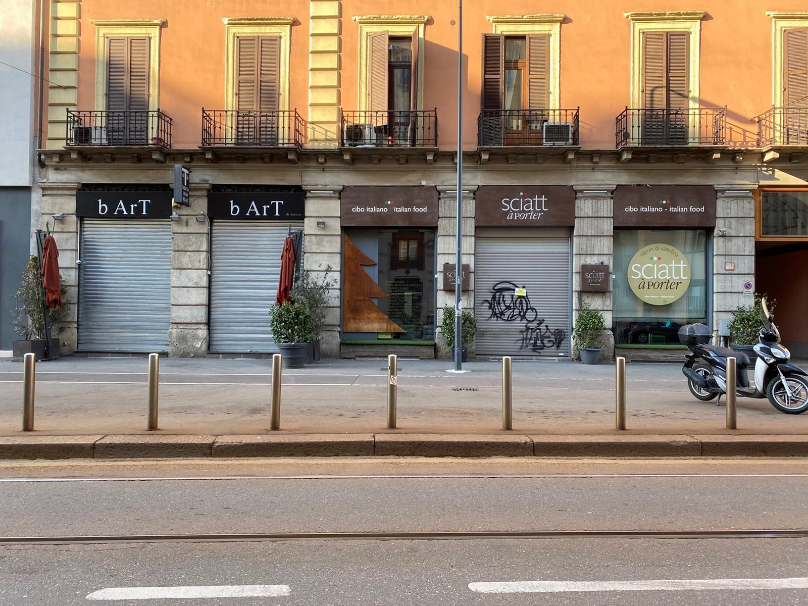 Milão vazia. Para minimizar as perdas, restaurantes decidiram implementar o sistema de entregas. Foto: Fernanda Massatotto.