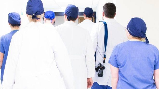 Ministério da Saúde lança programa de atendimento psicológico para profissionais da saúde.