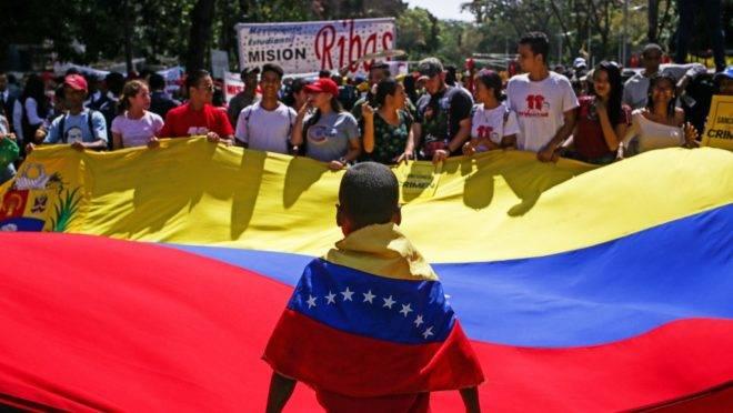 Apoiadores de Nicolás Maduro participam de manifestação em Caracas, em 10 de março.