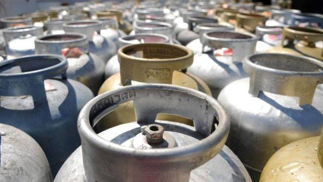 Petrobras vai importar GLP para garantir distribuição. Nova remessa chega nesta segunda (30).
