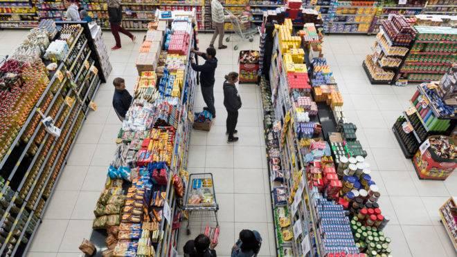 Supermercado Italo, no Atuba, faz promocao de itens a 1 real