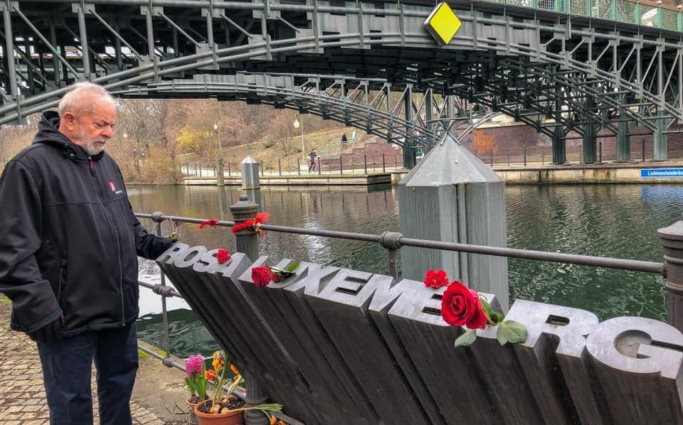 Lula visitou o o memorial Rosa de Luxemburgo, em Berlim (Alemanha), no Dia da Mulher, 8 de março.