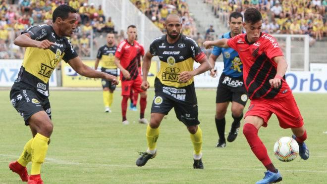 O FC Cascavel é um dos representantes do futebol paranaense na Série D e assinou documento através do capitão Duda.