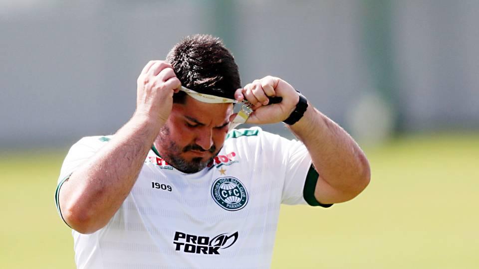 Barroca relata rotina com jogadores do Coritiba nas redes sociais na paralisação