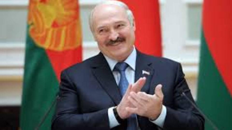 """Após presidente """"receitar"""" vodka e sauna, torcedores prometem boicote a futebol em Belarus"""