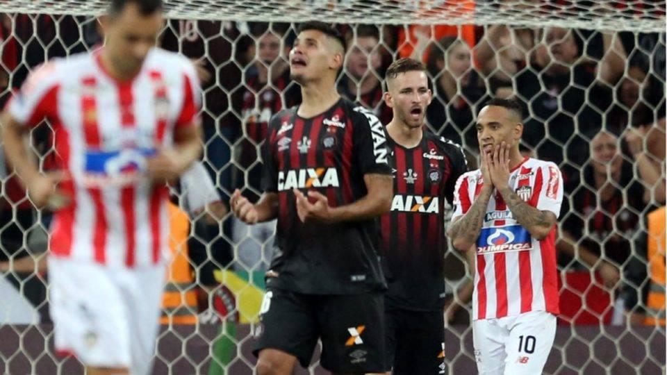 "Meia ex-Barranquilla ainda sofre por pênalti contra o Athletico: ""Sempre será doloroso"""