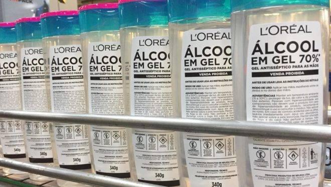 Para combater o coronavírus, empresas estão fazendo uma corrente do bem: a L'Oréal está produzindo 170 toneladas de álcool gel para doação
