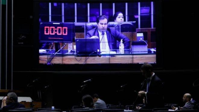 Rodrigo Maia conduz sessão da Câmara que aprovou a PEC do Orçamento de Guerra: Congresso não está de braços cruzados.