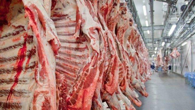 Crise chega à indústria da carne.