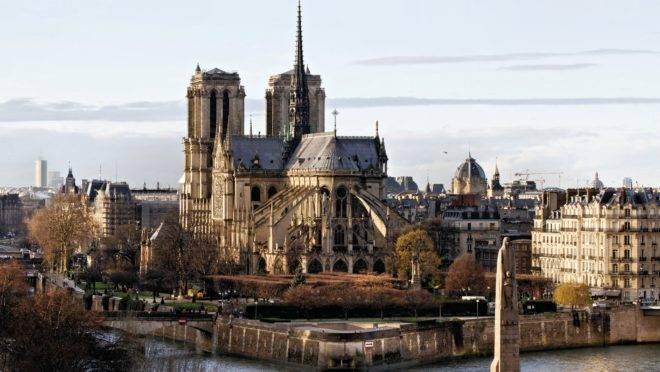 """A Catedral de Notre Dame, em Paris: transformada pelos revolucionários franceses em um templo à """"deusa"""" Razão."""