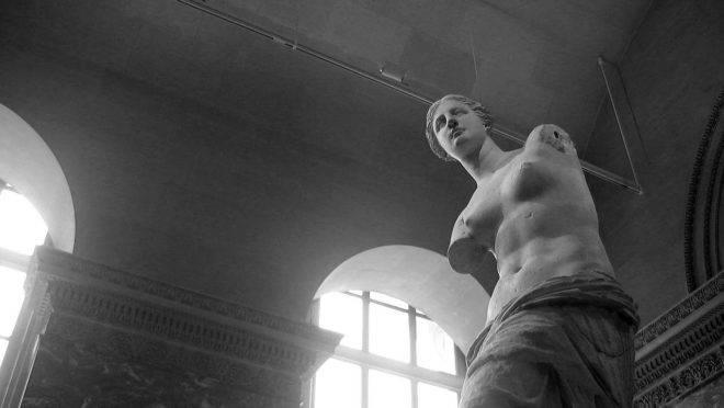 A estátua Vênus de Milo, no Museu do Louvre, em Paris