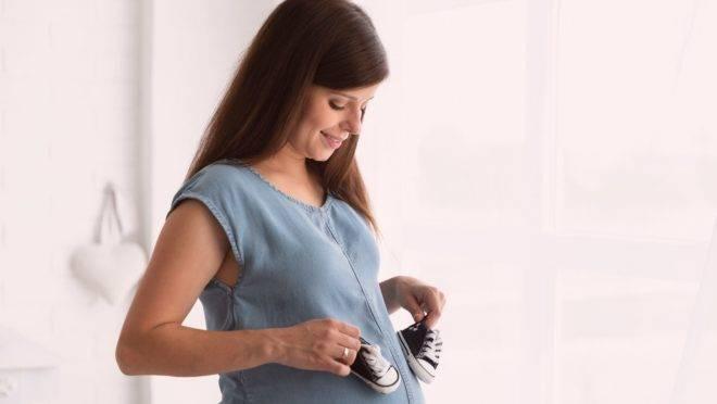 Não usar determinados produtos de beleza e escolher períodos específicos para viajar são cuidados importantes para a saúde do bebê