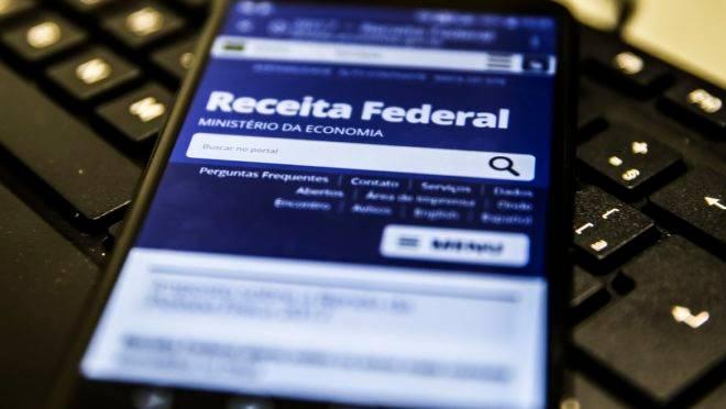Consulta ao segundo lote da restituição do IRPF 2020 pode ser feito via celular