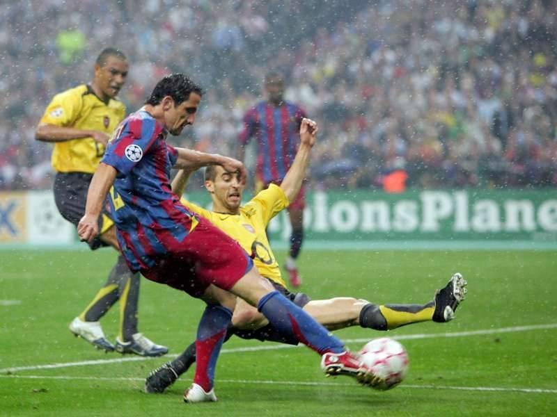 Belletti finaliza para entrar na história do Barcelona. Foto: Reprodução
