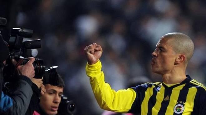 Alex é um dos maiores da história do Fenerbahce, da Turquia.