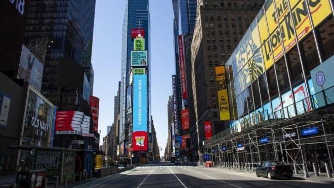 Times Square, em Nova York, vazia em meio à pandemia do novo coronavírus, 6 de abril de 2020