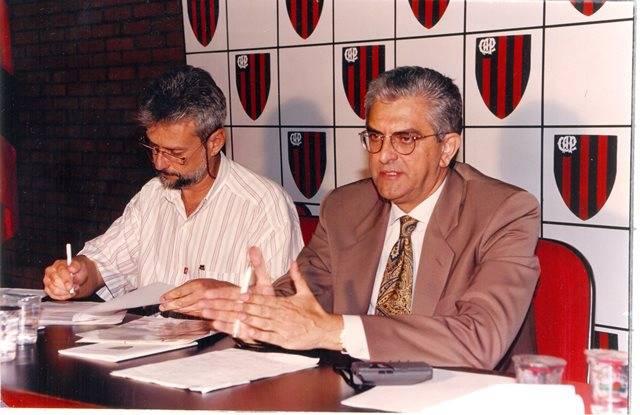 José Henrique de Faria e Mário Celso Petraglia em reunião no Athletico. Arquivo/Gazeta do Povo