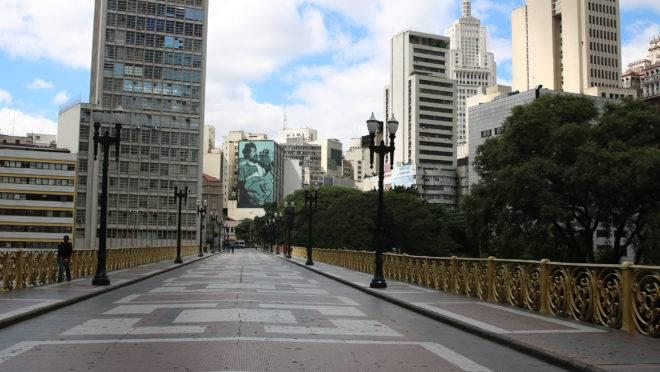 Viaduto Santa Ifigênia durante a quarentena: PIB do Brasil pode ter a maior retração em um único ano por causa do coronavírus