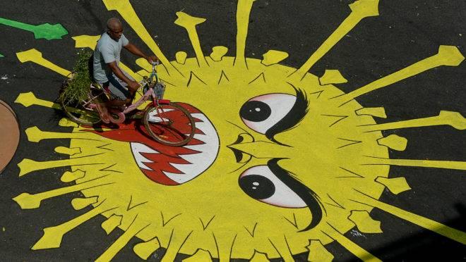 Coronavírus na economia: Grafite em Chennai, Índia.