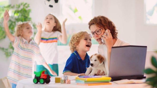 O estresse excessivo e bastante danoso que pode resultar do acúmulo de funções durante o isolamento tem nome: burnout parental