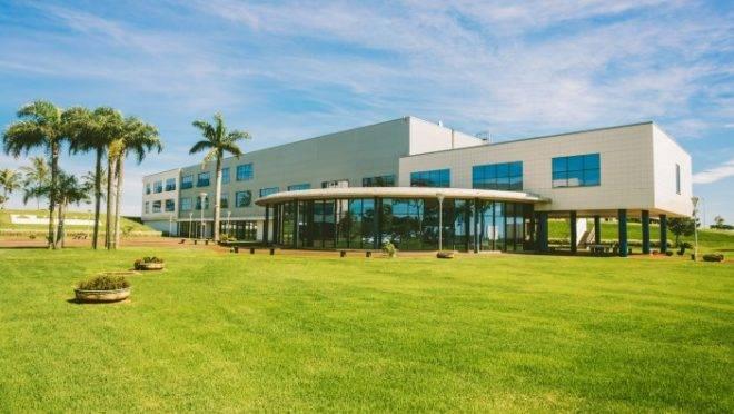 Fábrica da Novartis/Sandoz em Cambé, no Paraná. Empresa prometeu doar 145 mil doses de hidroxicloroquina.