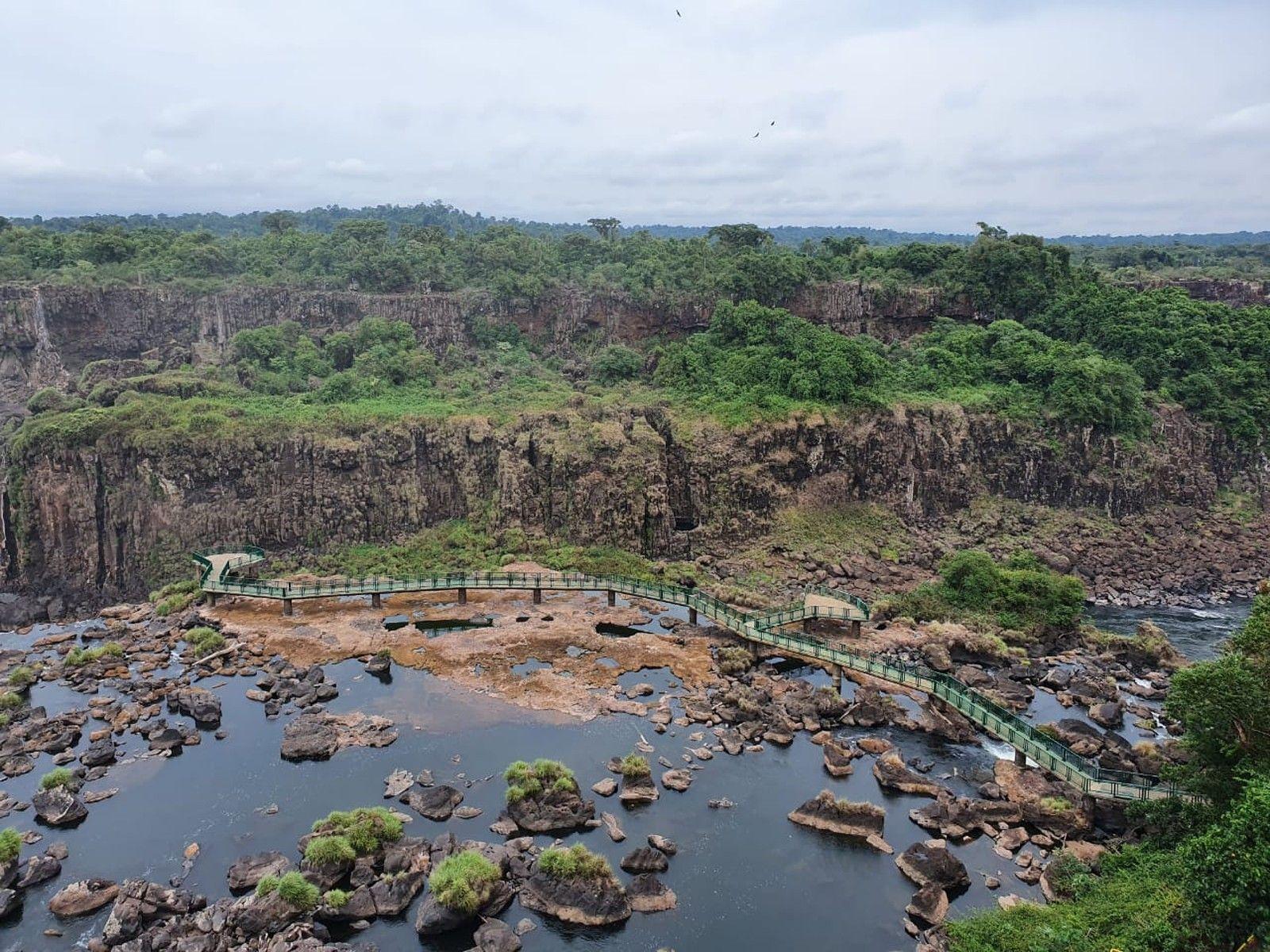 Baixo volume de água mudou por completo paisagem das cataratas