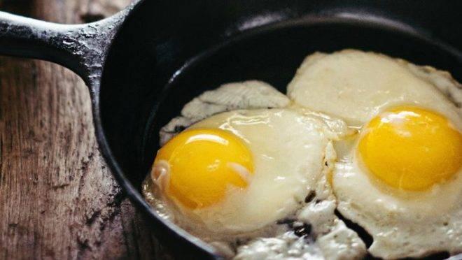 Para ser considerada fritura, o alimento precisa ser preparado com gordura – seja ela em pouca quantidade, como no preparo de um ovo estralado, ou em muita, na fritura por imersão. Foto: Gabriel Gurrola / Unsplash