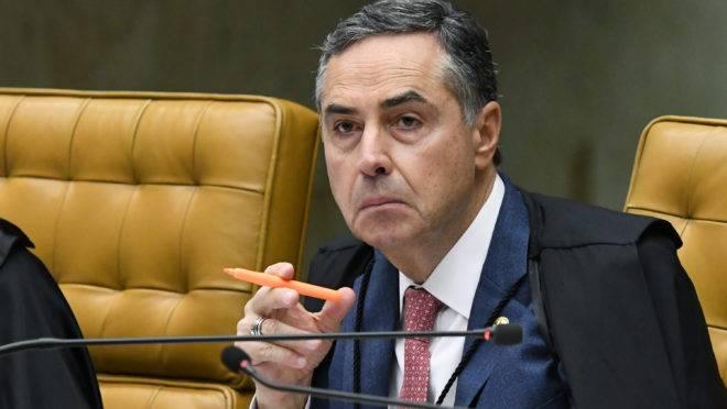 Ministro Barroso sai em defesa de Alexandre de Moraes